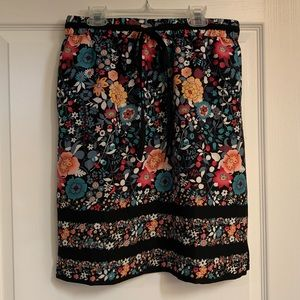 LOFT FLORAL SKIRT SIZE SMALL. NWT!